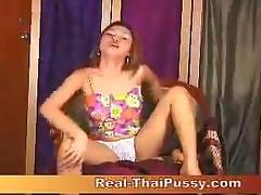 thai sweetheart ying masturbating using fake penis