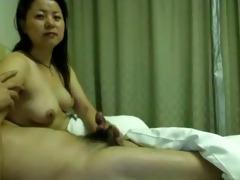 pair old in hotel room