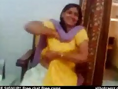 indian sex episode of an indian aunty showing her
