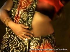desi dancer makes it right