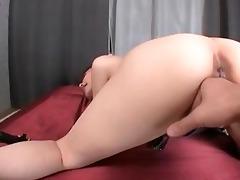 round jugged hottie sucks a dick
