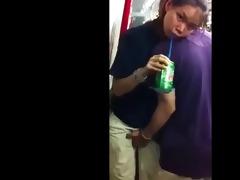 metiendo mano por delante en el metro asiatico