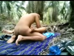 indonesian legal age teenager fucked in the jungle