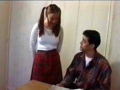una exitante colegiala asiatica, muy fogoza